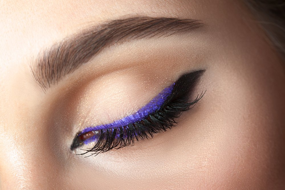 5 Easy Ways To Wear Colored Eyeliner featured image
