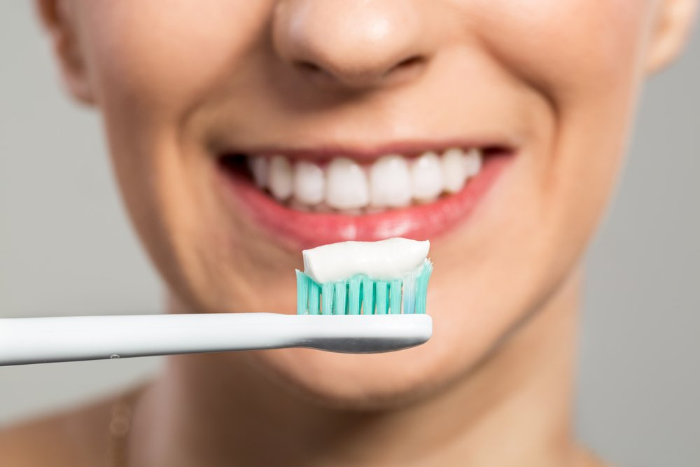 This New Toothpaste Ingredient Promises to Harden Teeth While You Sleep featured image