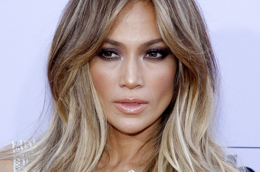 This Makeup-Free Video of J.Lo is Everything featured image