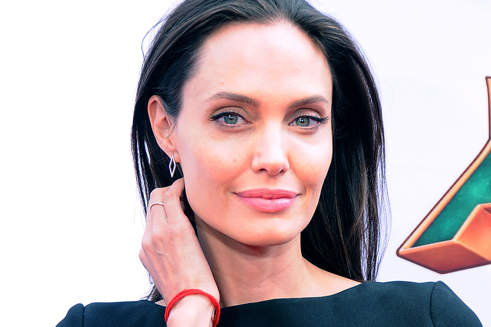 Angelina Jolie Suffers From a Condition That Causes One Side of Her Face to Droop featured image