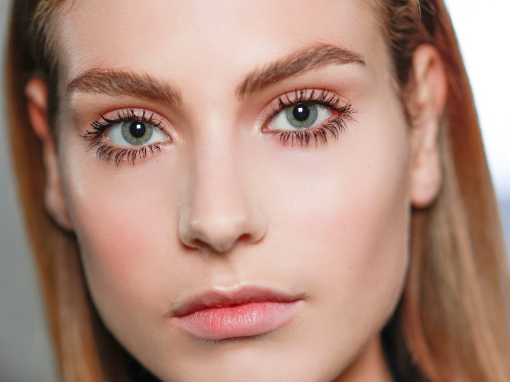 This New Treatment Gives Eyes a 'Lift' Without Surgery featured image