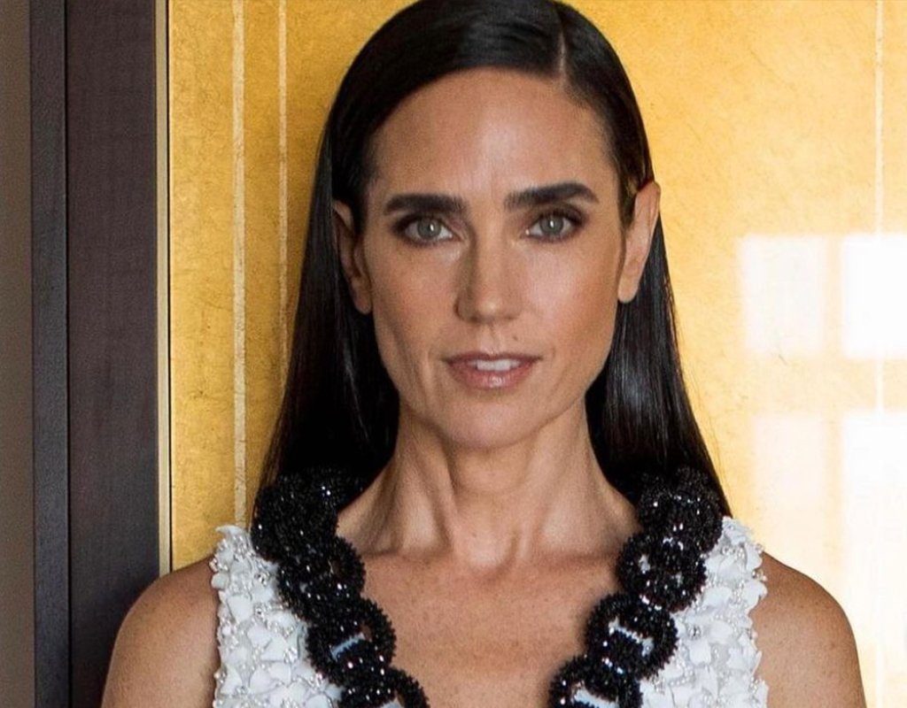 The Simple Primer Trick Jennifer Connelly's Makeup Artist Used for Tonight's Emmy Awards featured image